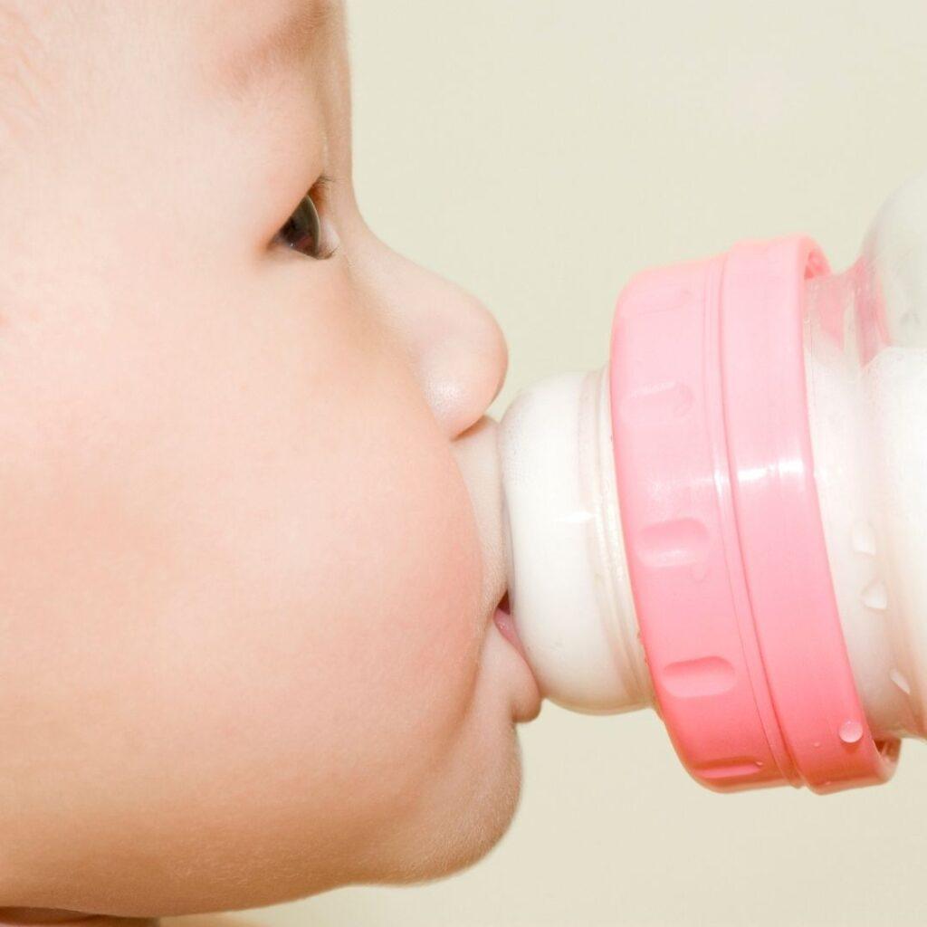 potrebe za mlekom u prvih 6 meseci bebe