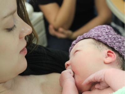 Kako izgraditi bliskost sa bebom (1)