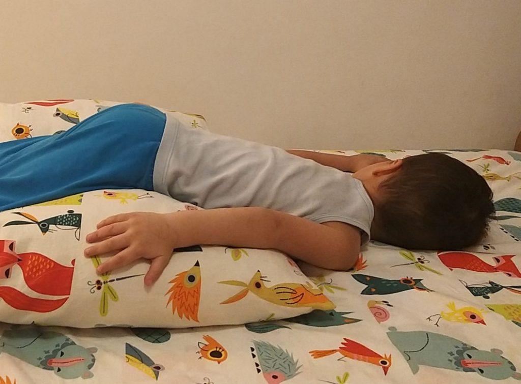 Izbacivanje sekreta iz pluća bebe ili deteta (4)