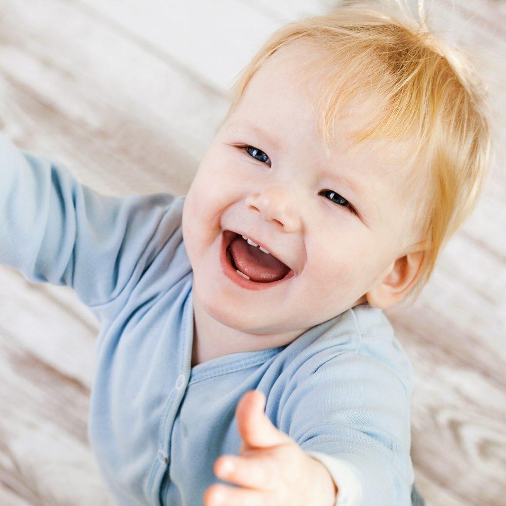 Znaci koji ukzuju na smetnje u razvoju deteta od rođenja do 1. godine (1)