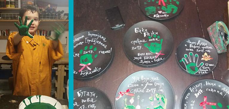 Foto iz porodične arhive: Kreativni novogodišnji pokloni od iskorišćenih tanjira, malo crne farbe, dečijeg otiska i puno ljubavi