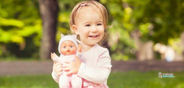 Lutke i malo dete, u igri i razvoju