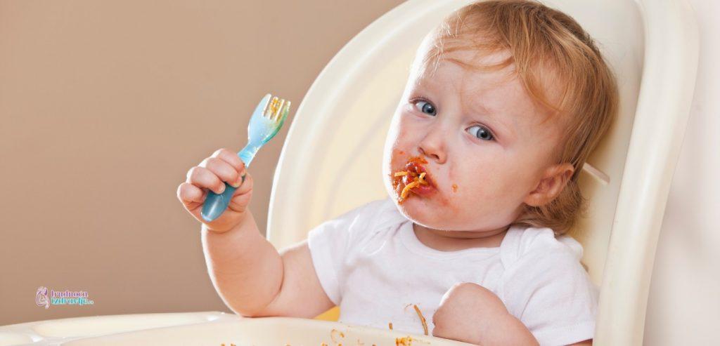 Kada je vreme da beba počne da jede sama
