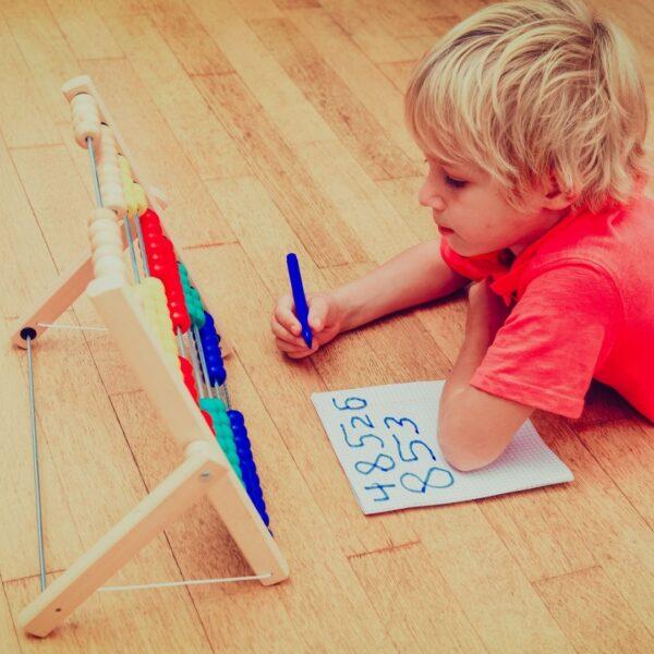Kako i kada dete spoznaje i uči brojeve i brojanje od 25. meseca do školskog uzrasta?